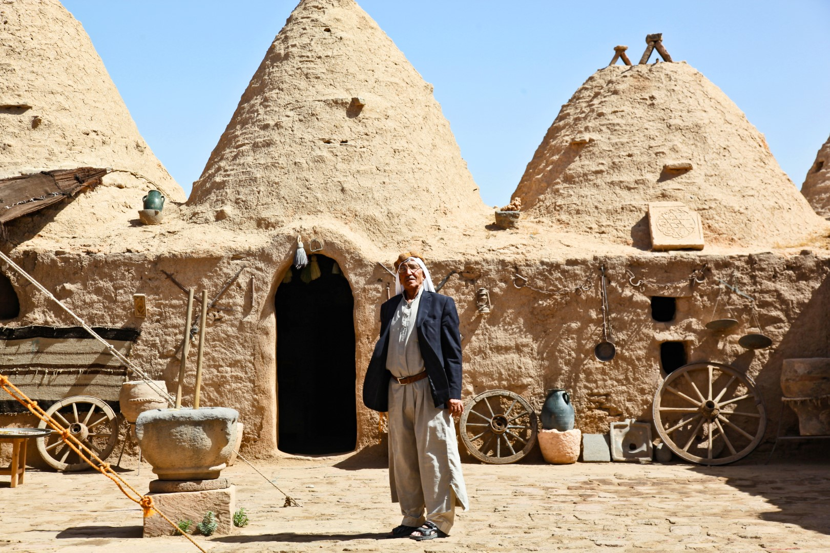 I0000dVY mNHuIIs in addition Pinter Lustings Ethnic Style furthermore Culture Pictures together with Turkey Southeastern Anatolia Region Harran And Ataturk Dam in addition I0000Uxgu wCdkZc. on traditional home photography
